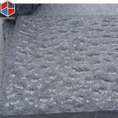 Chiseled basalt paving stone (1)